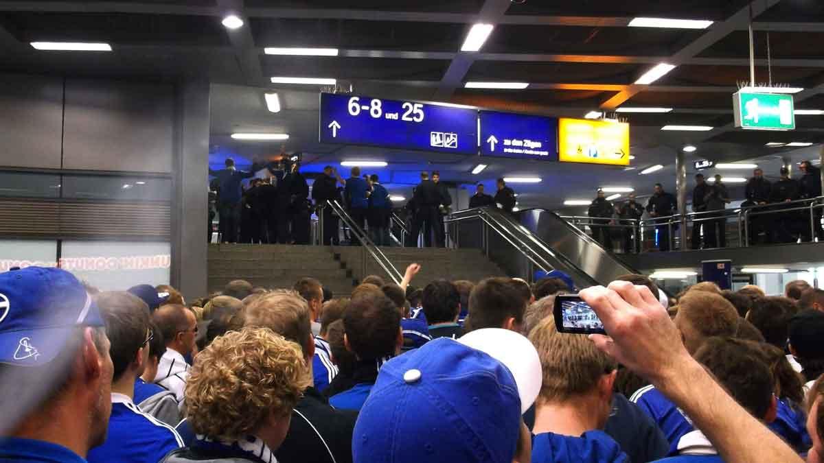 Nicht-konspirative Anreise beim letzten Derby - Verspätung einkalkuliert.